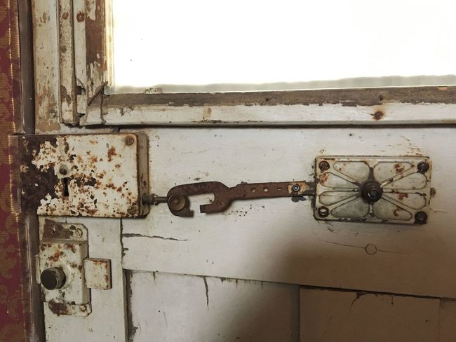Rusty Metal Abandoned Close-up Toilet Shabby Shabby Chic Antique Furniture Furniture Photography Furniture Design Furnitures Antique Rock Key White White Color