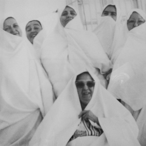 Be Tunisian Tunisia Lifestyle Sefsari Tebourba تونسية هي و بناتها صورة جماعية :)