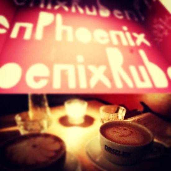 Nette und gemütliche Bar im Glockenbachviertel in München mit einer interessanten Cocktailkarte. Rubenphoenix Bar/Cafes
