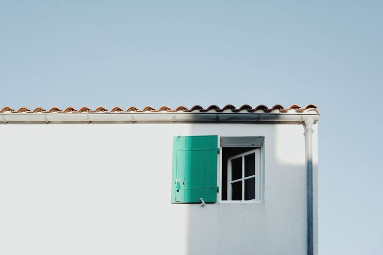 Window Façade Pastel Minimalism Minimal Clear Sky Copy Space Sky Building Exterior Architecture Close-up Whitewashed Window Box Window Frame Exterior Residential Structure