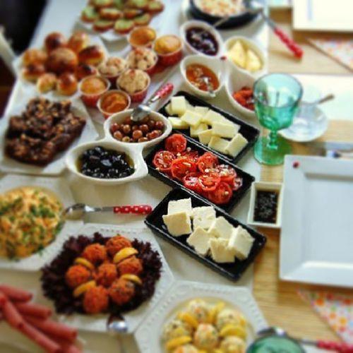 Bugün evdeyiz artık keyfe zamanı ;)) Instalike Instagood Instafood Keyf kahvaltı yemekblog yemekfotgrafcılıgı pastalinmutfagi