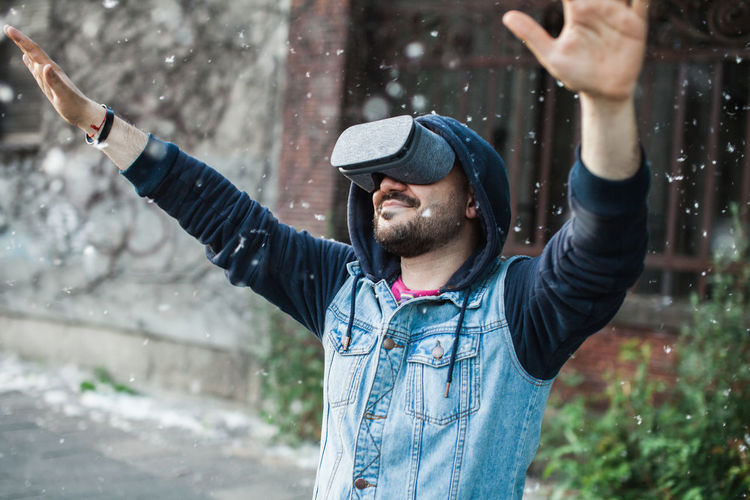 Man wearing virtual reality simulator with cottonwood fluff in mid-air