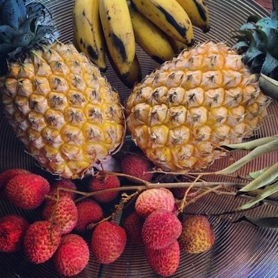La saison des fruits commence ! Instafruits Annanas Litchi Bananes miammiam