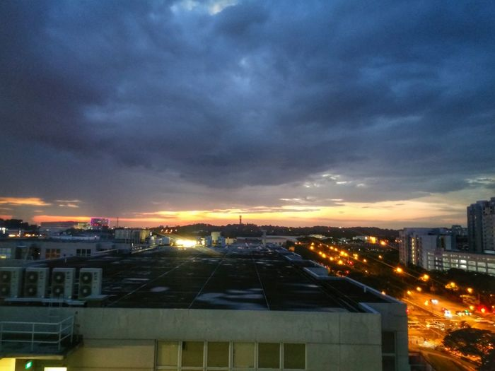 That sunset. End of the day, the start of a near year. Sunset Sunset_collection Working Rooftop Clouds And Sky LG G3