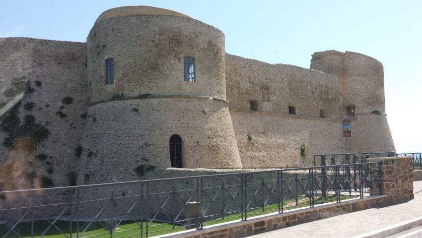 Castello di Ortona CH That's Me Hi! Hello World