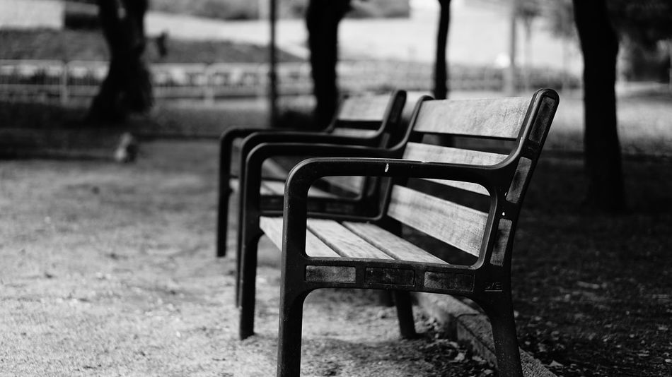 Chair Focus On Foreground Empty Outdoors Day No People Lieblingsteil Black&white Blackandwhite Black And White Architecture City Street Scenics Photography Themes Lieblingstier Monochrome Park Black & White Blackandwhite Photography Black And White Photography EyeEmNewHere Welcome To Black The Street Photographer - 2017 EyeEm Awards Black And White Friday Absence Park - Man Made Space Seat Grass Close-up