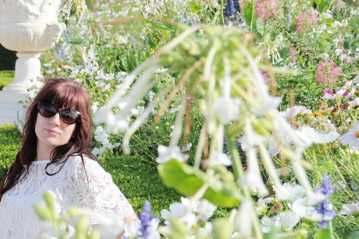 Garden EyeEm Selects Flower Young Women Women Smiling Happiness Summer Sunglasses Beauty Plant Close-up In Bloom Blooming Blossom Botany Focus