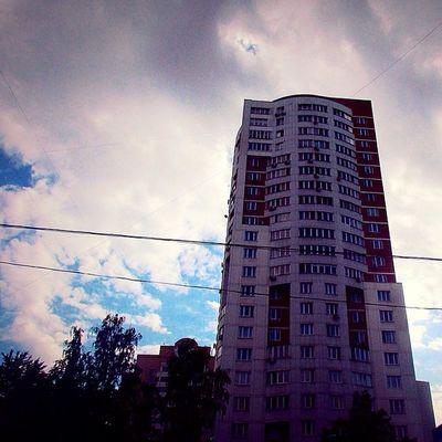свао отрадное Sky раньше тут жила @valeriya_h , теперь это обычный и пустой дом, как без нее.. С днем Варенья, Лерк ;)