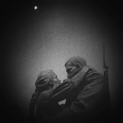 Monochrome Black And White Blackandwhite Black & White Monument War Love Couple Moscow World War 1 Goodbye Sorrow Sensetive