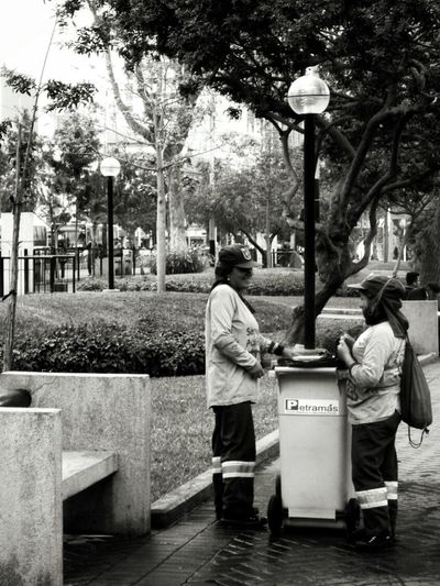 A little chat (Miraflores, jun 2017) City Real People Full Length Outdoors Day Adult Tree People Adults Only City Lifestyles Two People Monochrome Blackandwhite Photography Miraflores Peru Working Only Women Woman Woman Who Inspire You Cleaner Cleaners Interactions Walking Lima The Street Photographer - 2017 EyeEm Awards AI Now