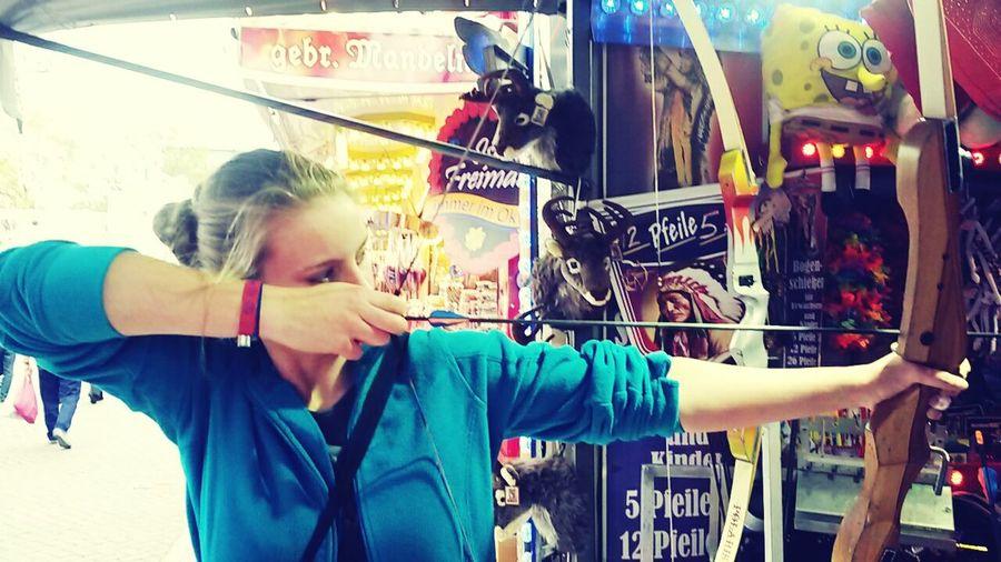 Bremer Freimarkt Bogenschießen Funny Friendship. ♡