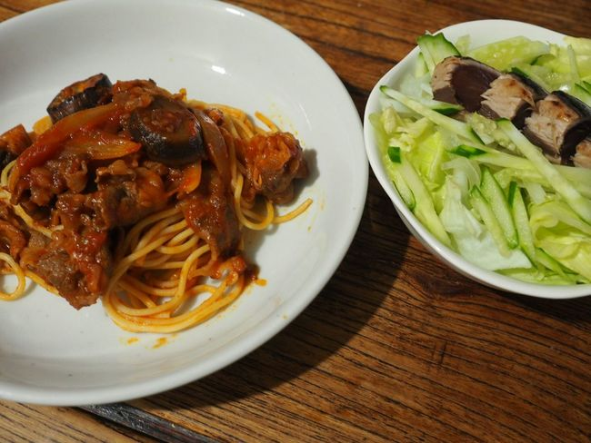 Relaxing Enjoing A Meal Taking Photos Yummy Food Foodphotography Bonito In My Mouf Pasta Beef 【家ごはん】牛肉、玉ねぎ、茄子のトマトソースパスタ!