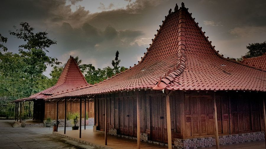Javanese traditional house Architecture House Java Indonesia Yogyakarta Rural Scene Built Structure Traditional House Traditional Architecture First Eyeem Photo Samsungphotography Wood Travel Yogyakarta, Indonesia Joglo House