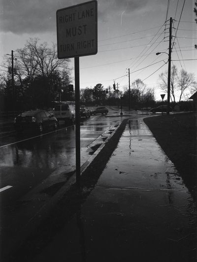 Right Lane Must Turn Right Sign Light Stop Blackandwhite Photography Black And White Rainy Days Landscapes With WhiteWall Here Belongs To Me The Photojournalist - 2016 EyeEm Awards The Portraitist - 2016 EyeEm Awards