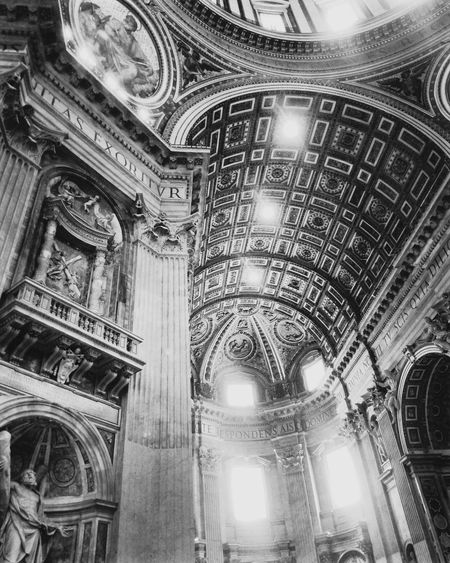 Architecture Built Structure City Tb History Roadtorome Roma VaticanCity Romeitaly Italia BasilicaDiSanPietro Basilicadesanpedro Dreaming Travel Destinations High Angle View Luz Light Statue BackToBlack