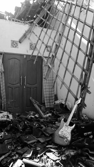 my room after earthquake 7,0 SR Architecture