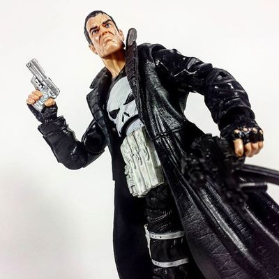 Also, thanks to @kingdomi for this awesome Punisher figure. Marvel Marvellegends Marvelcomics Toys Toyphotography Toypizza Toysarehellasick Toycollector Toycommunity Toycollection Thefigureverse Ata_dreadnoughts Toyslagram Toyunion Punisher ThePunisher Frankcastle