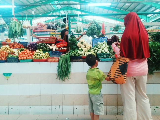 Person Variation Choice Freshness Multi Colored Fresh Market Vegetables TakeoverContrast People And Places The Color Of Business Beautifully Organized