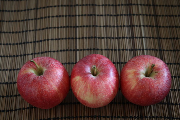 Nature Red Snack Three Of A Kind Apple - Fruit Close-up Day Food Food And Drink Freshness Fruit Healthy Eating Healthy Lifestyle Indoors  No People Red Apple Three