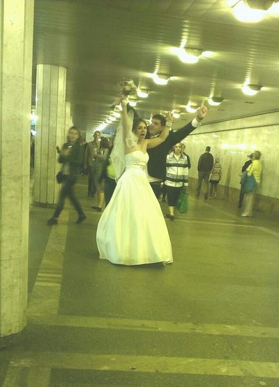 свадьба Свадьба в метро EyeEm Best Shots Taking Photos Eye4photography  EyeEm Gallery Wedding Photography Wedding In Subway People Watching