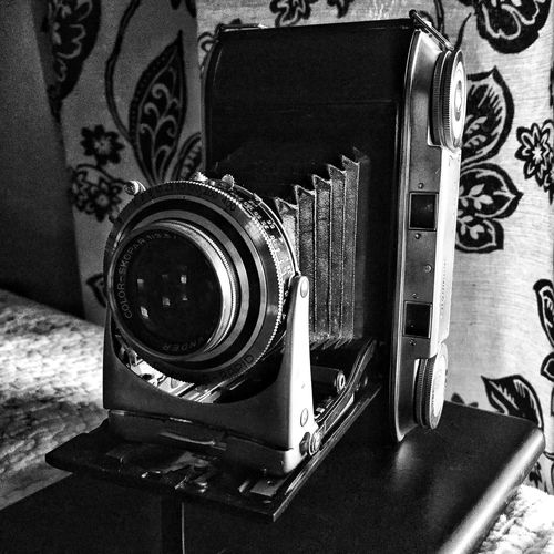 Camera - Photographic Equipment Old-fashioned Vintage Nostalgia Antique Close-up Table No People Technology Indoors  Day Black And White Monochrome Camera Bellows Rangefinder