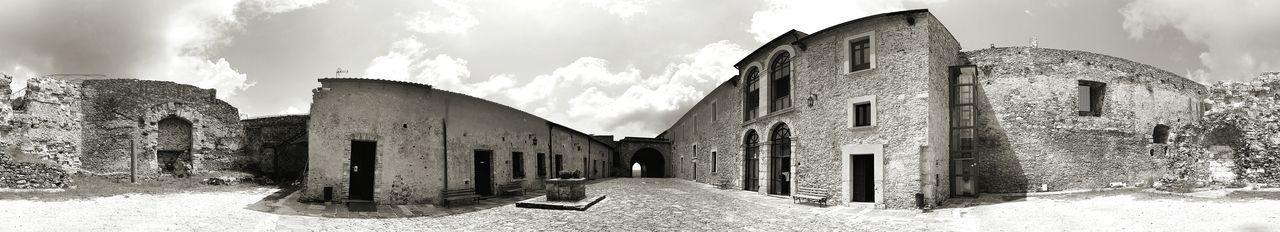 Castello di Vibo Valentia a 360° Estate Vibo Valentia Outdoors Calabria (Italy) Vacanze Divertimento 360° Panorama Antico Roccia Medioevo Bianco E Nero