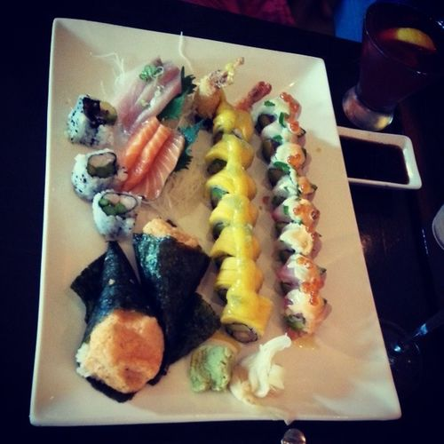 Charging up with raw fish and all that jazz. Sushi Eel Salmon Rawsushifordays thebestdeliciousfoodpornfoodgasmtunawasabipreweddinginlovesweg