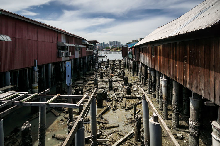 Close-knit ommunity living in a village with wooden houses on stilts at Chew Jetty in Penang. Chew Jetty Architecture Building Exterior Built Structure Cloud - Sky Day Home On Stilts Living Heritag Malaysia No People Old Outdoors Pen Sky Wooden House