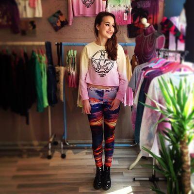 Happy Customer Verena with her New Witchhouse Candypop Look @voodoogirl Voodoogirl Galaxyleggings pentagram dipdye fkids hamburg altona