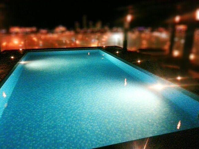 Tuyyo ... en un Bestwestern ...no se...piensalo Swimming Pool Alberca Nightshift Bocadelrio Veracruz