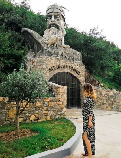 Shqiperia Skenderbeu Skenderbeg Albania Elbasan Beauty In Nature Beautiful Grass Home Homeland Breathtaking Model Tree Statue City Standing King - Royal Person Women Sculpture Sky Architecture