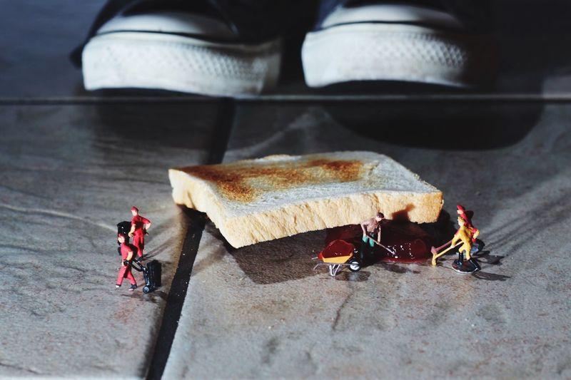 Warum fällt dasToastbrot immer auf die Marmeladenseite? Macro Miniature Experiment Toast🍞 Food Abstract Beliebte Fotos Shoes