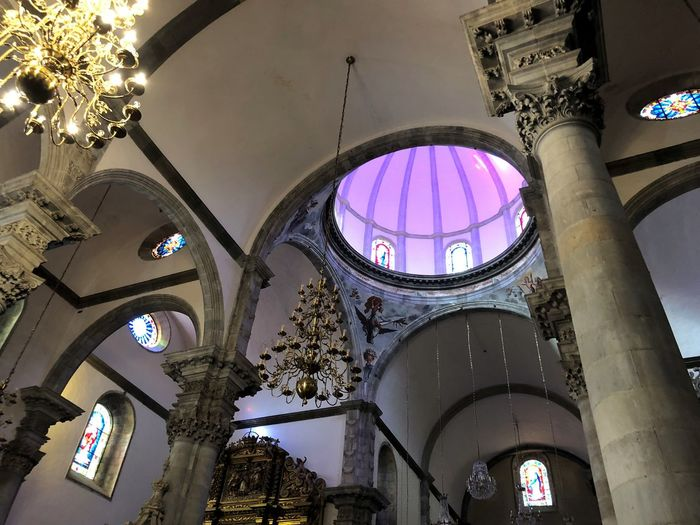 Kirche Auf Teneriffa Lichtkuppel Rundbogenfenster Sandstein Low Angle View Built Structure Architecture Belief Religion Indoors  Place Of Worship Building Stained Glass Spirituality Ceiling No People Arch Illuminated Lighting Equipment Hanging Day Glass Cupola Ornate Architecture And Art