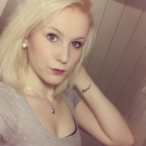 Ohana Blonde Redlips MeToday ootdinked