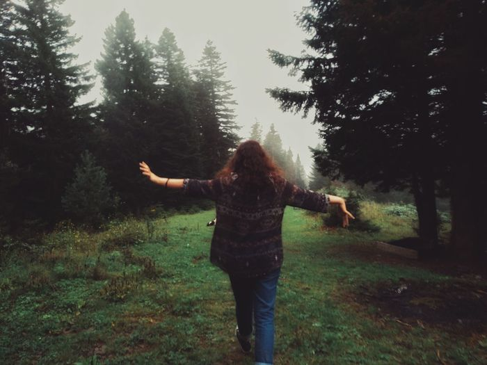 Fog EyeEm Best Shots TheWeekOnEyeEM The Week on EyeEm TheWeek On EyEem EyeEm Best Shots Friends Human Hand Women Tree Standing Young Women Happiness Back Cheerful Rear View Human Back Peace Sign - Gesture Admiration Sign Language Stay Out