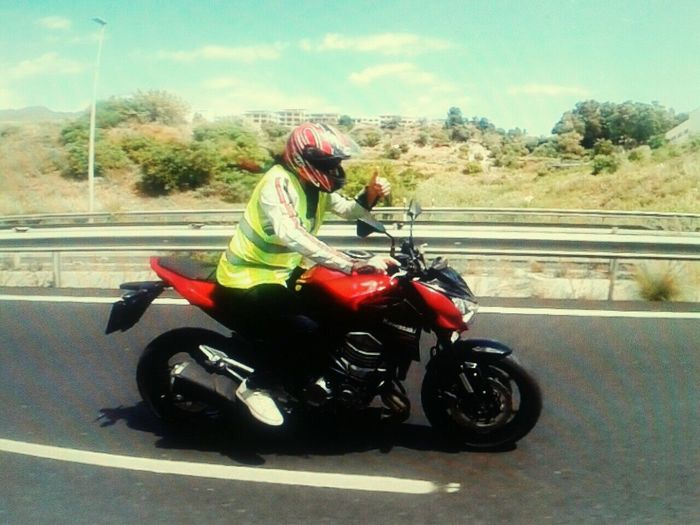 Kawasaki Enjoying Life Open Edit For Everyone Check This Out Fotography Eyem Best Shots Faces Of EyeEm On The Road day farrus moto day testing bike Kawasaki Z800 That's Me Hello World