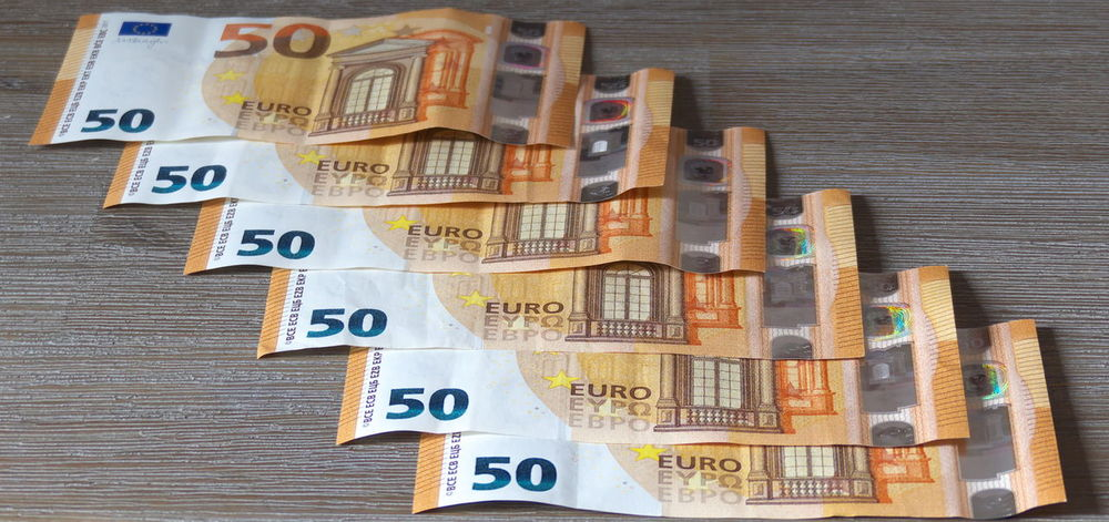 Banknotes Euros Finance Geldscheine Money Paper Currency Savings Table