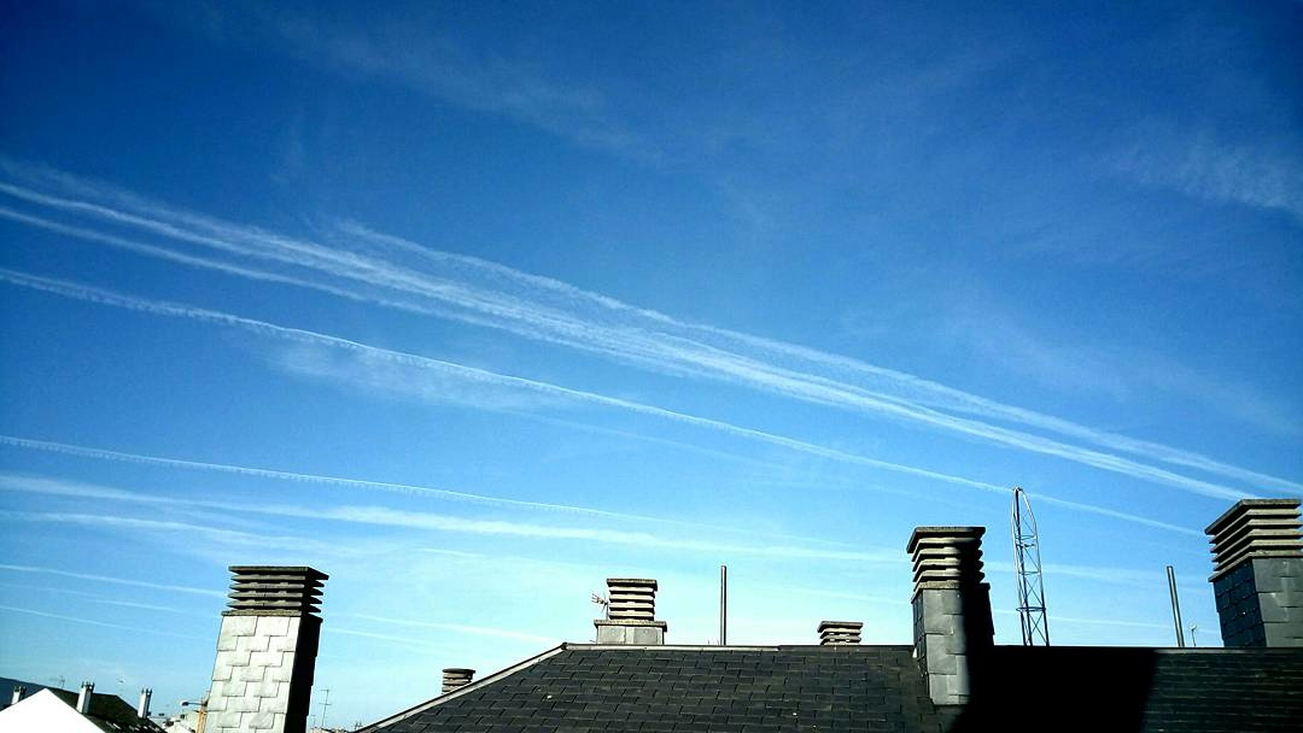 built structure, architecture, building exterior, sky, vapor trail, low angle view, no people, outdoors, day, nature, contrail