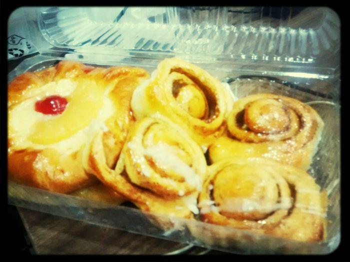 Cinnamon rolls and fruit pies! Foodporn Cinnamon Pies Tamimi