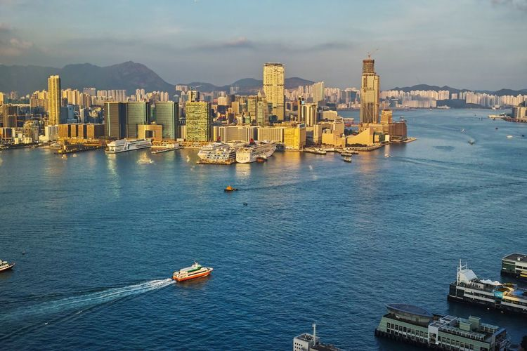 The harbour looks so different from the top. Victoria Harbour HongKong Harbour Rooftop Jet Central Sea Skyscraper Photooftheday Photography Pier Central Pier