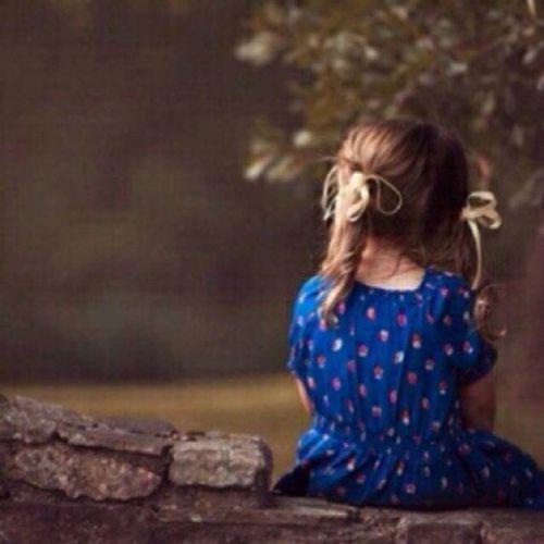 غيبة الغآلي تحسسني بـ غربہ . . گل يوم أضيق وَ الدنيآ رحآبہ . . لو مشيت آلگون من شرقہ لـ غربہ . . مآ لقيت اللي يعوضني _غيآبہ ♡̷̷̷̷
