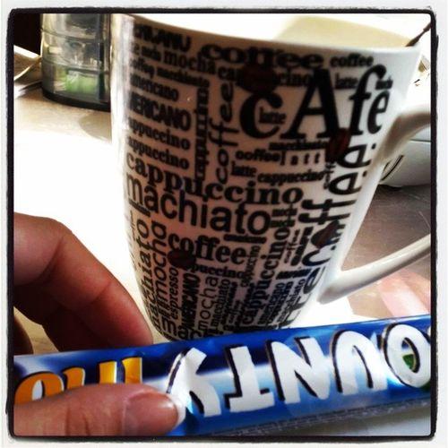 Доброе утро:) сегодня денек последний и в отпуск ехууутроначинаетсяскофэ Сладкое шоколадочка Bounty