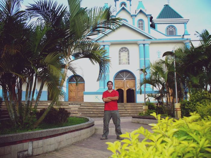 Pueblo iglesia naturaleza viaje Only Women One Woman Only One Person Adults Only Adult Full Length Women People Tree Lifestyles Standing Day Outdoors Real People Building Exterior Architecture Built Structure Beauty Palm Tree Politics And Government