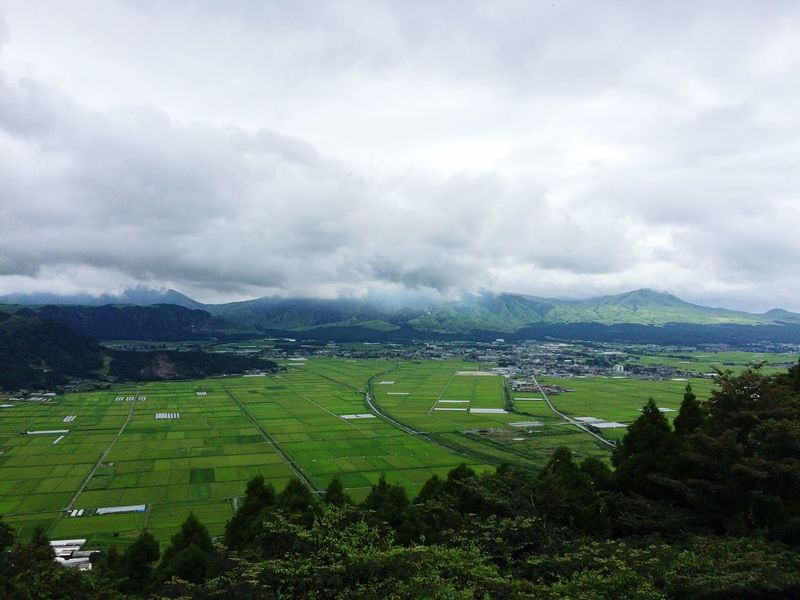 天気 が悪かったけど 眺め最高 やったよ〜♪ 熊本県 の 阿蘇 やったかな?笑 また行きたい♪