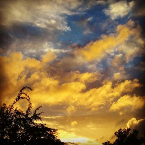 Colourpalette Coloursoflife Clouds And Sky Sunset Huge Cloud Creation Huge View Beauty Of Nature Nature's Creativity Yashansh_photography