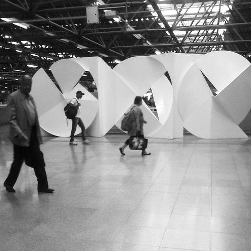 A escultura se chama A Roda e sempre quis fotografar. Fica na estaçã Metrô Barra Funda Artenometro