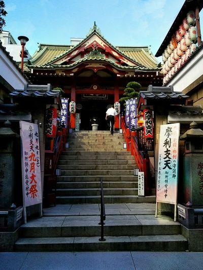 Buddhist temple in Ueno market in Tokyo Japan Kabukicho Travelphotography Travel Destinations Travel Tokyo Japan Japan Photography EyeEmBestPics Japan Tokyo Street Photography Tokyostreetphotography Ueno Tokyo