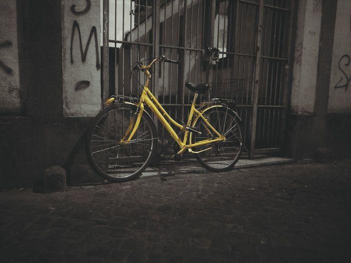 Vintage Bicicleta Bike Abandoned Bike Bicicleta Abandonada Blanco Negro Y Amarillo Huawei Huawei-P9 P9 Huawei Phonetography Lightroom Smartphonetography Leica