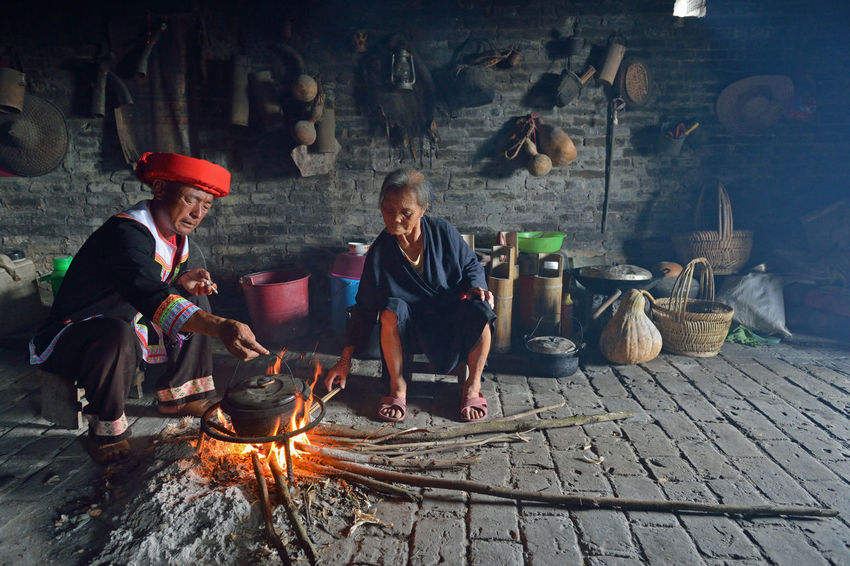 Country Life Fok Tradition Traditional Culture Conventional Travel Destinations Life Indoors  Capture The Moment Lifestyles Agriculture Two People Man Woman Mother And Son Mature Adult Enjoying Life EyeEm Best Shots EyeEm People Relaxing