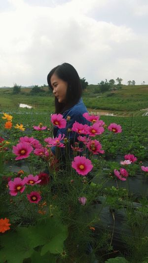 Flower Nature One Person Growth Beauty In Nature Real People Plant Pink Color Young Women Day Outdoors Young Adult Lifestyles Standing Freshness Field Fragility Sky Beautiful Woman Bynote5 😊